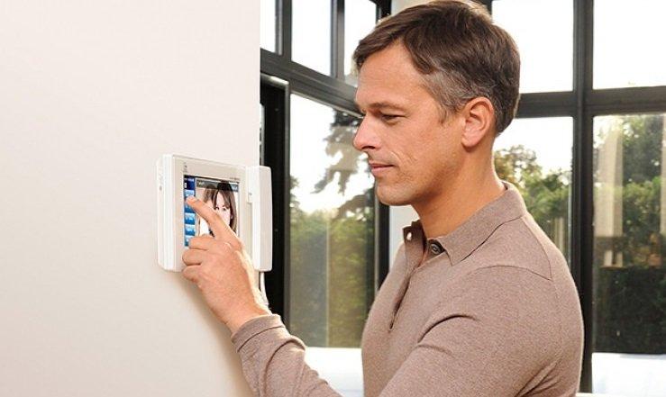 Comment améliorer son logement simplement avant de le vendre grâce à la domotique?